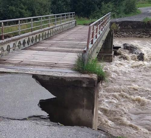 Poškodenie mosta po povodni